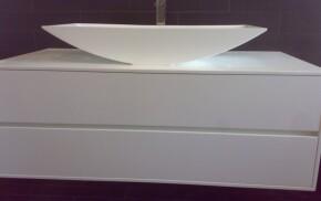 mobile bagno con lavabo in corian