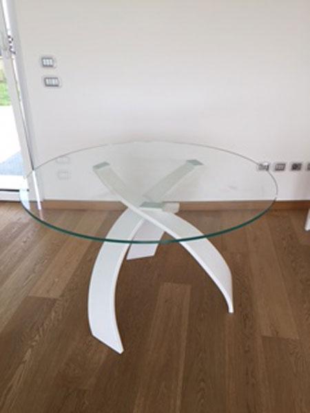 Tavolo in Corian e vetro